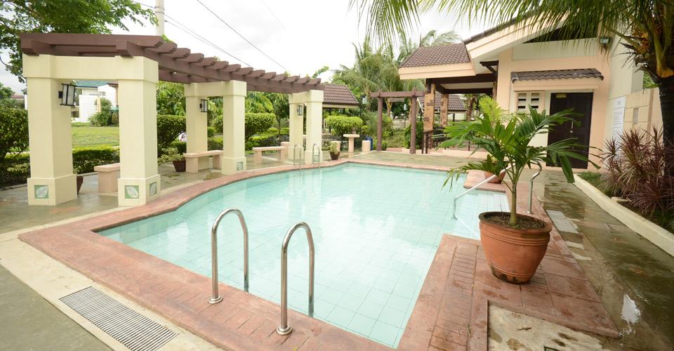 tropics-2-pool-amenity